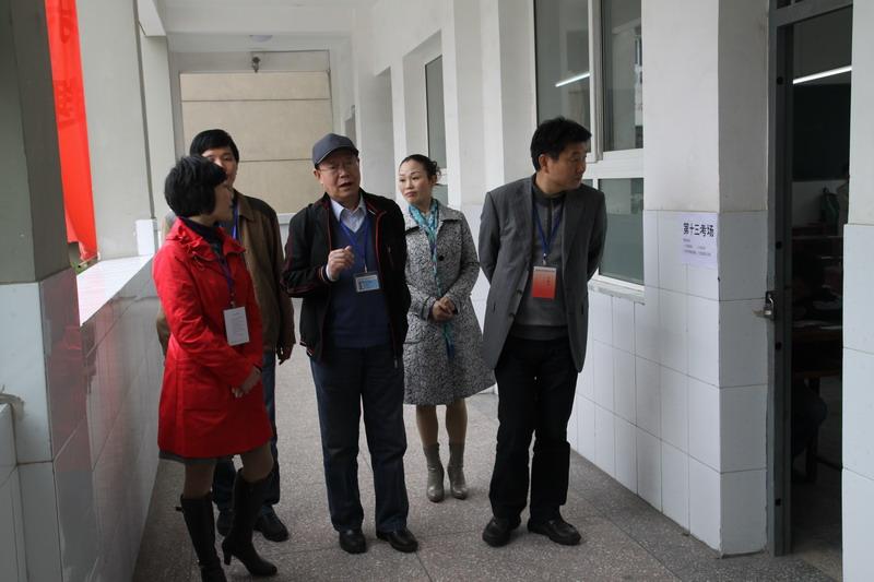 副市长张永红同志陪同国家教育部考试中心自学考试巡视组巡视宜昌市第三中学考点